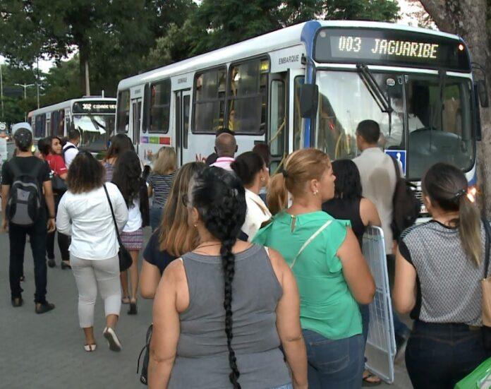 passageiros-onibus_TV-CORREIO-1-696x551